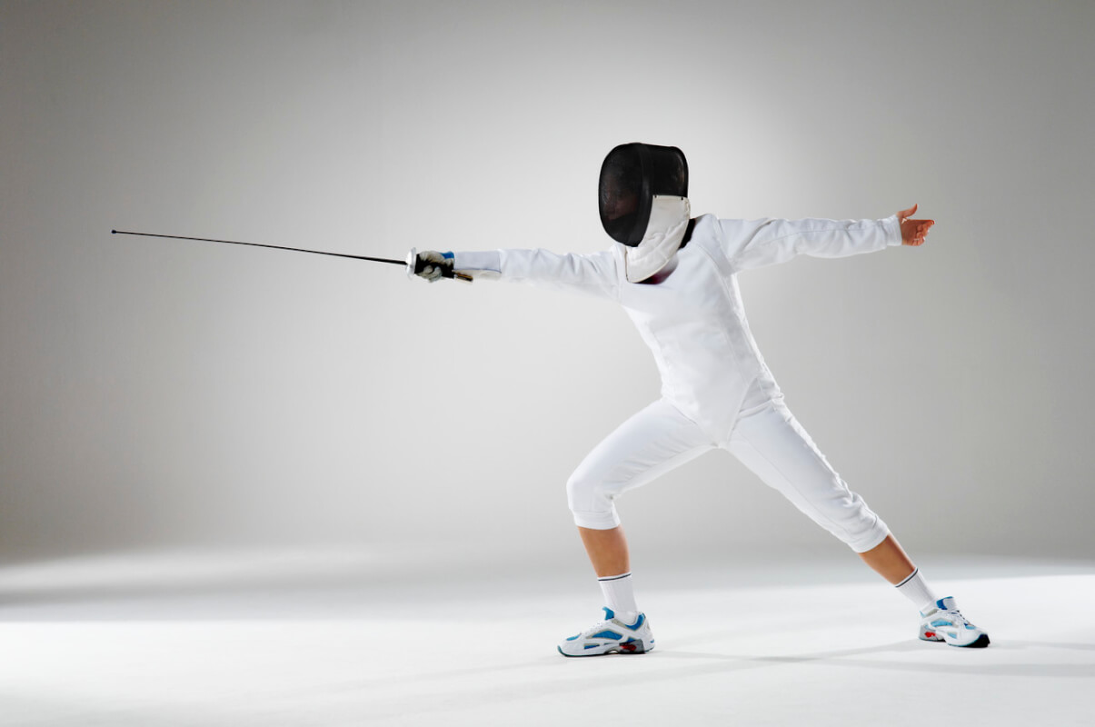 fencer-thrusting-sword